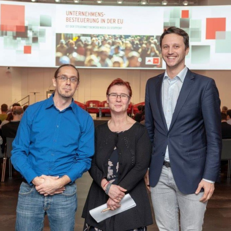 WIFO tax experts Simon Loretz (left) and Margit Schratzenstaller (centre) with Dominik Bernhofer (Chamber of Labour) – Photo: Chamber of Labour.